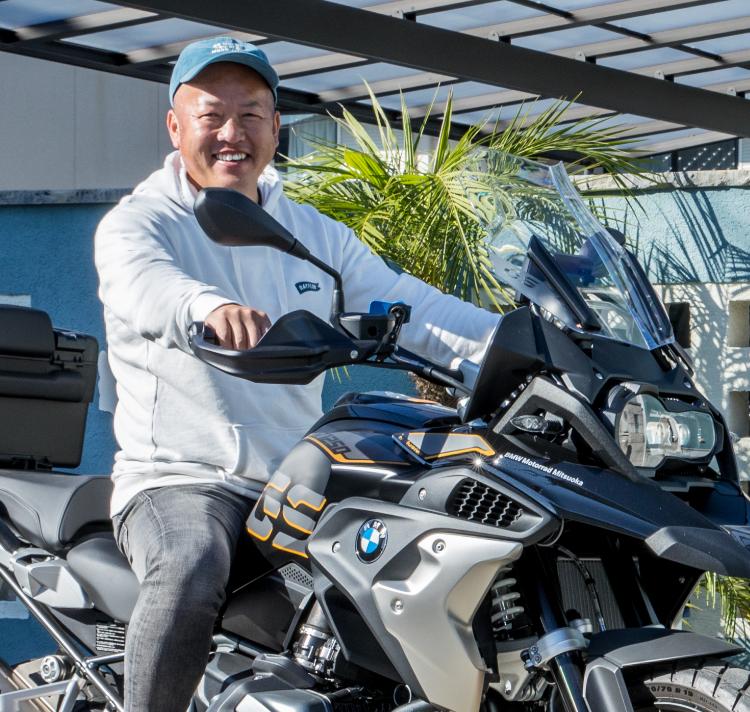 西川 健太郎 1976年生まれ 外構工事歴:20年 外構リフォーム歴:9年 趣味:バイクのカスタム&ツーリング