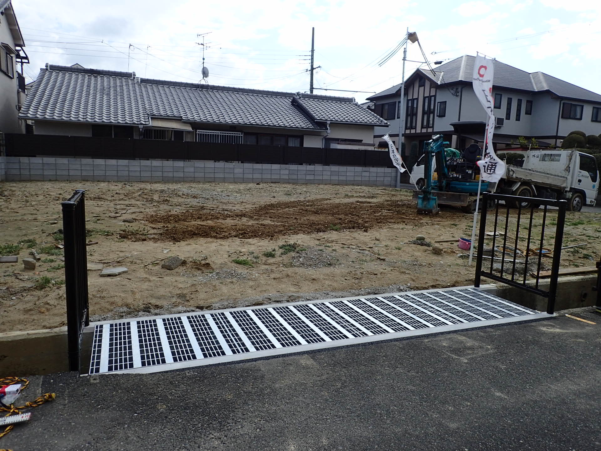 堺市東区 水路グレーチング設置