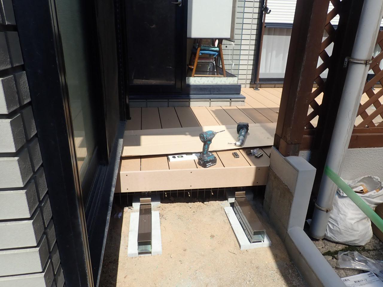 堺市西区 木製デッキから樹脂デッキへリフォーム工事スタート